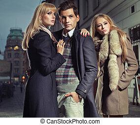 oude mode, man, met, bedrijf, van, twee, schattig, vrouwen