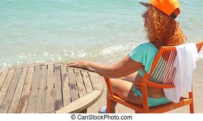 oude vrouw, blauwe , bikini, zee, jeugdig, relaxen