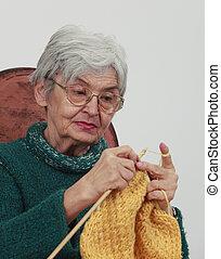 oude vrouw, breiwerk