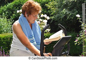 oude vrouw, het uitwerken, en, lezende