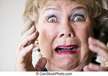 oude vrouw, horrified