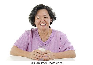 oude vrouw, melk, drinkt, volwassene