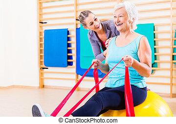 oude vrouw, met, strekken orkest, op, fitness