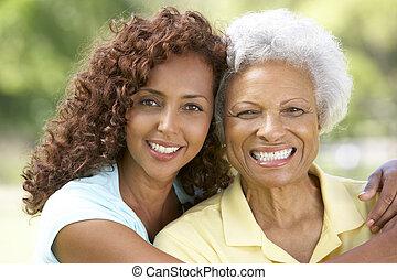 oude vrouw, met, volwassene, dochter, in park