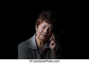 oude vrouw, pijn