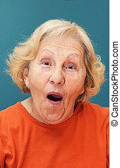 oude vrouw, verwonderd