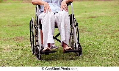 oude vrouw, wheelchair