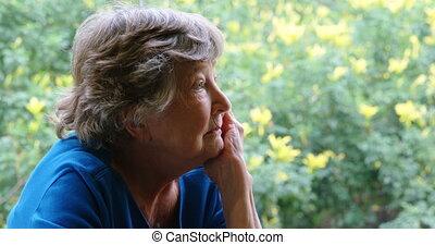 oude vrouw, zittende , in, fysiotherapie, kliniek, 4k