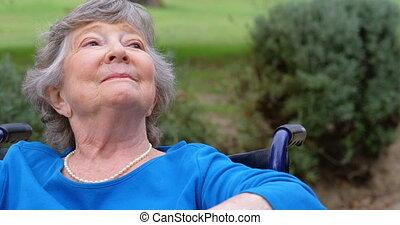 oude vrouw, zittende , op, wheelchair, 4k