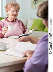 ouder, het boek van de lezing, vrouwen