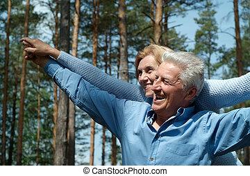 ouder, omringde, natuur, mensen