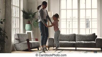 ouder, springt, jonger, levend, zuster, room., verrukt