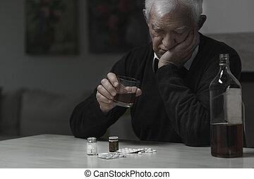 oudere man, verslaafd