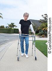 oudere vrouw, en, walker