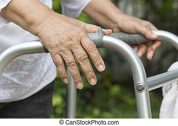 oudere vrouw, gebruik, een, walker