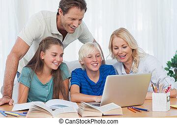 ouders, en, kinderen, gebruik, een, computer