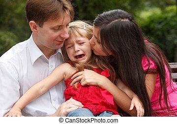 ouders, kalm, het schreeuwen, meisje, op, gang binnen,...