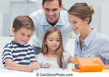 ouders, kijken naar, hun, kinderen, tekening