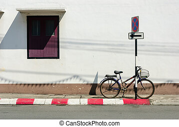 ouderwetse , fiets, op wit, muur