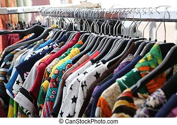 ouderwetse , kleren, te koop, op, rommelmarkt