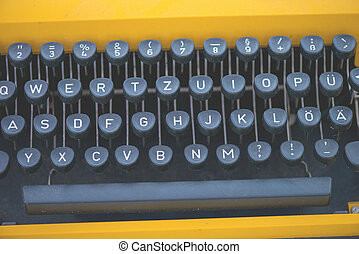 ouderwetse , schrijfmachine klavier, dichtbegroeid boven