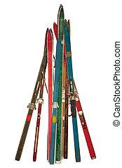 ouderwetse , verzameling, van, gebruikt, ski's, vrijstaand, op wit