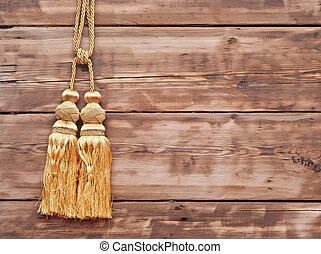 ouro, corda, com, tassel, contra, parede madeira