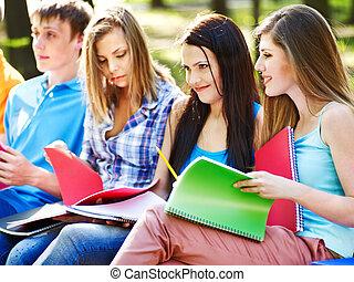 outdoor., ノート, グループ, 学生