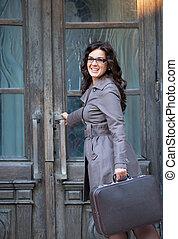outdoor., 女性, スーツケース