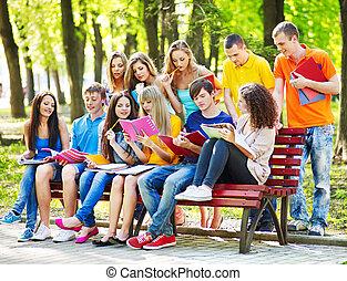 outdoor., boek, groep, student