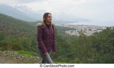 outdoors, pieszy, młoda kobieta