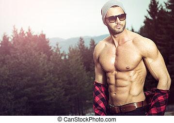 outdoors, przystojny, zaszachowany, człowiek, chodząc, koszula