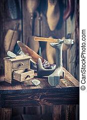 outils, vieux, chaussures, atelier, cordonnier, dentelles