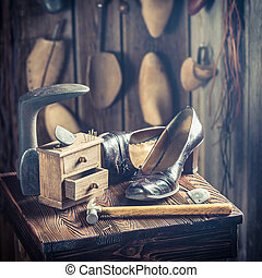 outils, vieux, chaussures, cordonnier, dentelles, lieu travail