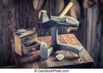 outils, vieux, chaussures, cuir, cordonnier, lieu travail