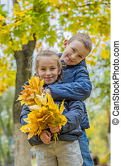 outono, irmã, irmão, abraçando