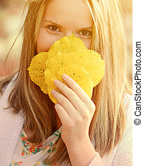 outono, mulher, feliz, com, coloridos, licenças baixa