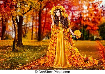 outono, mulher, licenças baixa, vestido, andar, em, fairyland, floresta, moda, menina, amarela, vestido