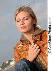 outono, praia, mulher, closeup, sentando