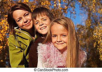 outono, retrato, ensolarado, floresta, família