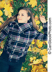 outono, tingido, mulher, gramado