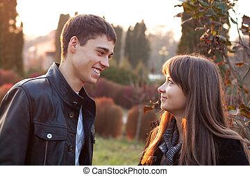outumn, heureux, parc, couple, sourire