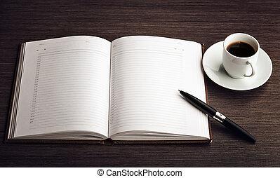 ouvert, a, vide, blanc, cahier, stylo, café, sur, les, bureau