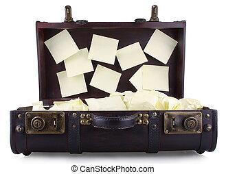 ouvert, vieux, jaune, bloc-notes, valise