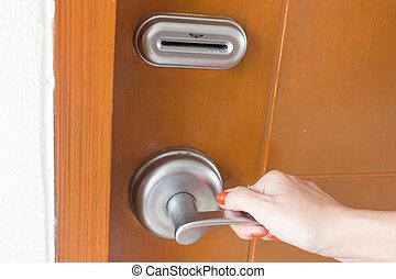 ouverture, door., main