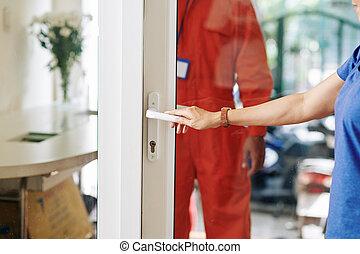 ouverture, homme, livraison, porte