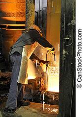 ouvrier, à, métal chaud