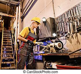 ouvrier, affûtage, outils, usine, femme