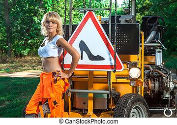 ouvrier, arrière-plan., sexy, signe, route, femme, overalls.