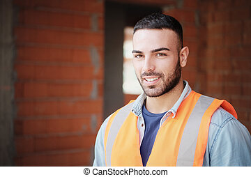 ouvrier bâtiment, jeune, appareil photo, nouveau, construction, sourire